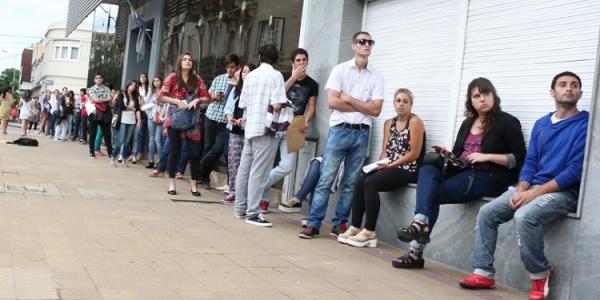 El desempleo durante la pandemia golpeó particularmente a los jóvenes