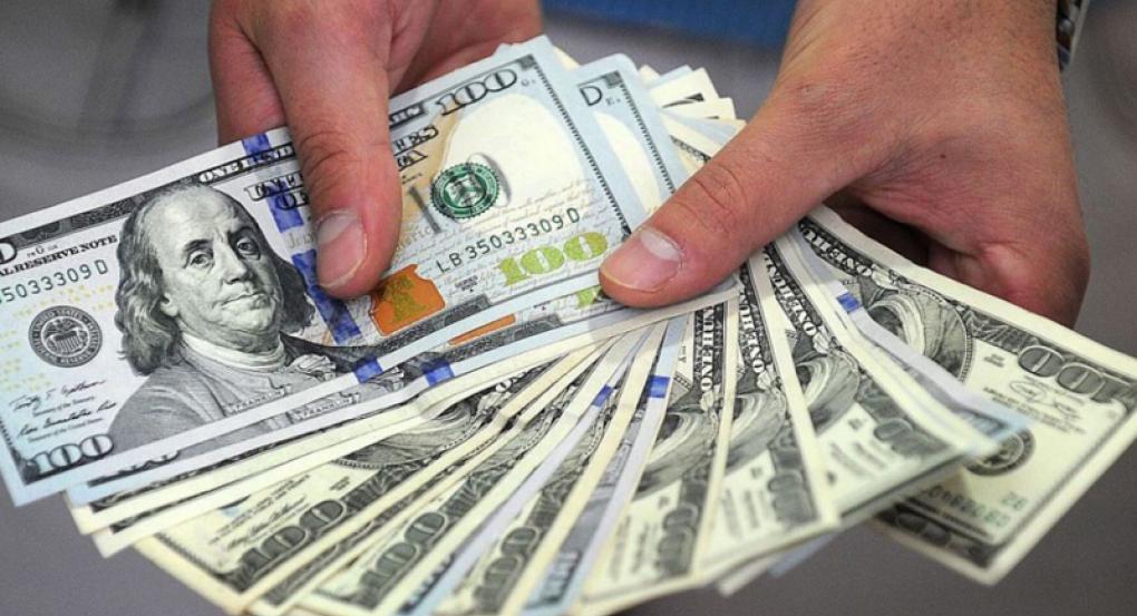 El dólar arrancó la semana con tendencia al alza