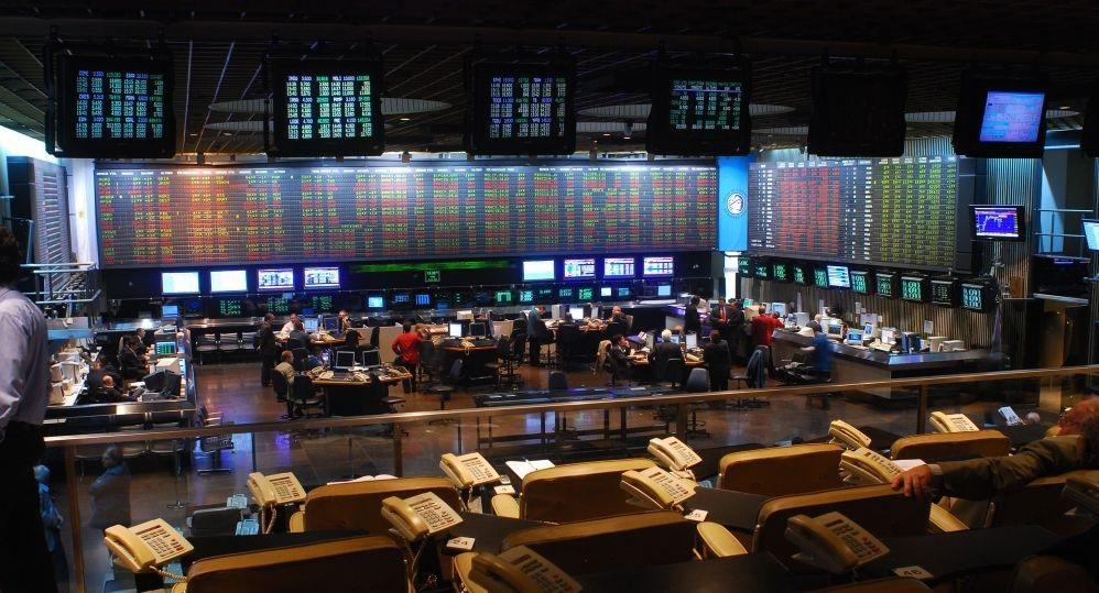 Merval subió 3,66% y el blue bajó a $ 145