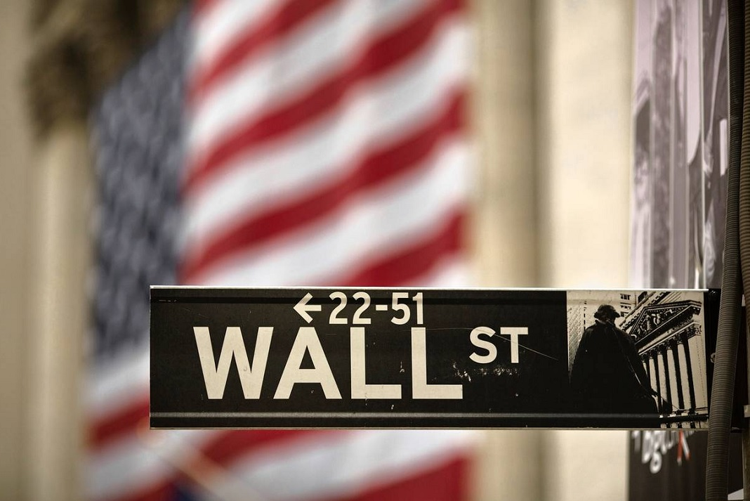 Marcadas bajas en Wall Street por falta de acuerdo político
