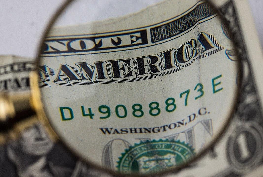 El dólar cerró a la baja a $60,09, pero en la semana avanzó 13 centavos