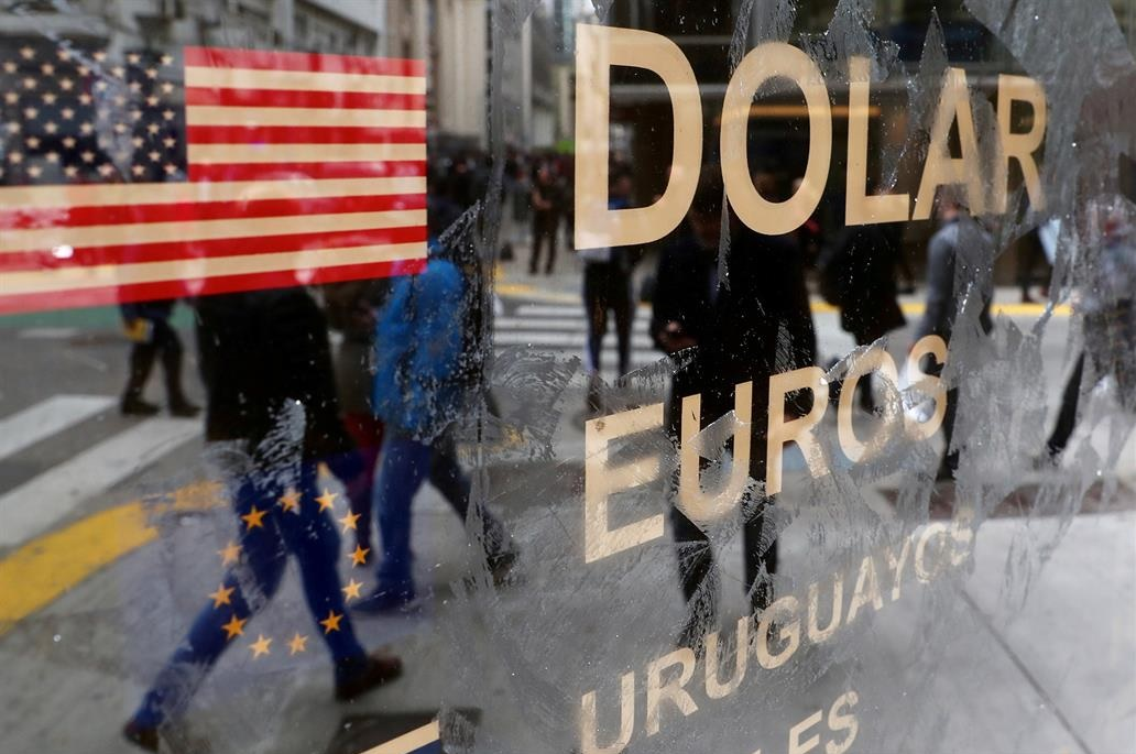 Argentina tiene limitado poder de fuego para achicar brecha FX