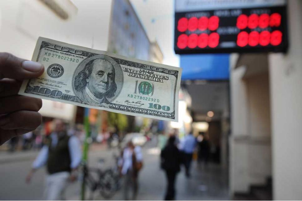 El Central volvió a afinar el control a la compra de dólares