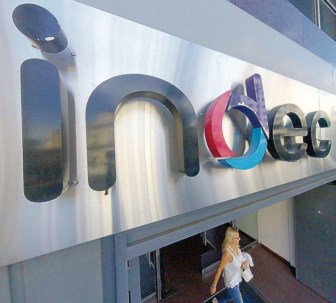 Indec informó que el EMAE de mayo cayó 20,6%