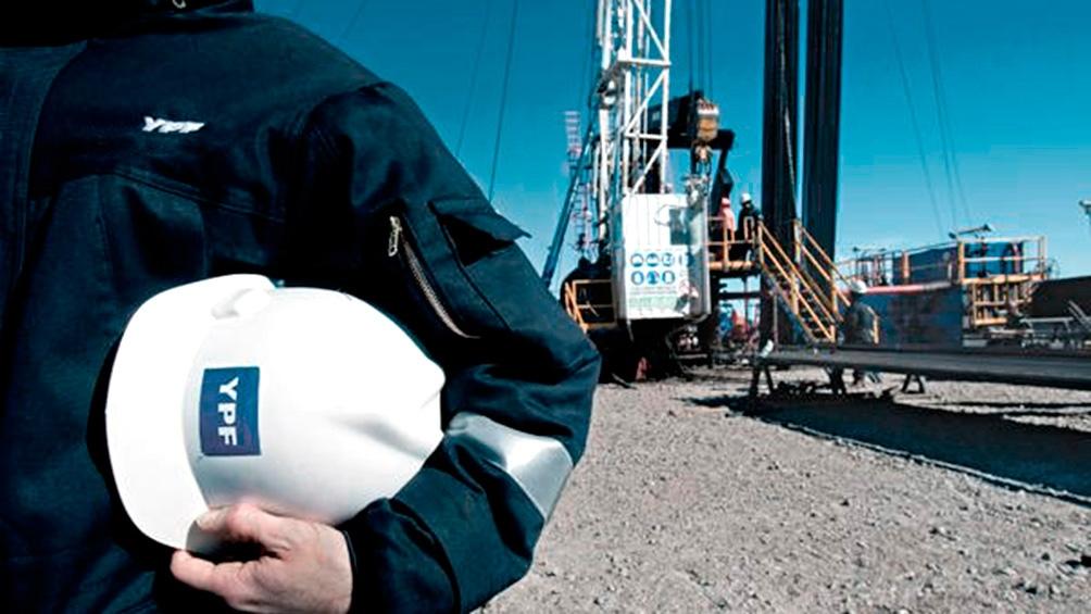 YPF puso en marcha en abril un proceso de desinversión en yacimientos maduros. Negocia con petroleras independientes