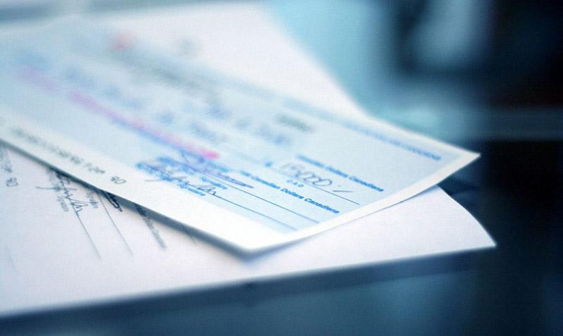 Último aliento para el cheque papel