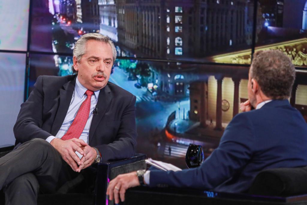 """Alberto F. criticó jueces y anticipó """"desdolarización"""" de tarifas"""