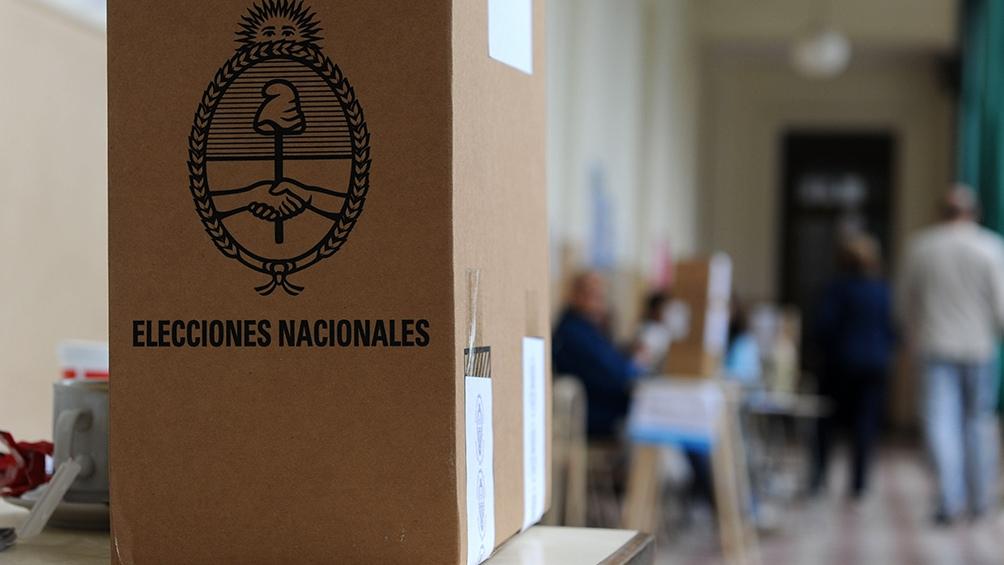 El oficialismo y la oposición largaron formalmente la campaña para noviembre con fotos y discurso contrapuestos