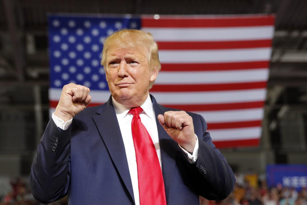 Trump promociona un crecimiento récord en EEUU en un último impulso para cerrar la brecha con Biden