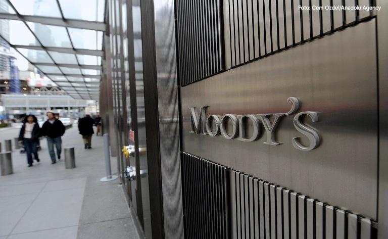 Moody's advierte de impacto de un decreto en Argentina sobre telecomunicaciones