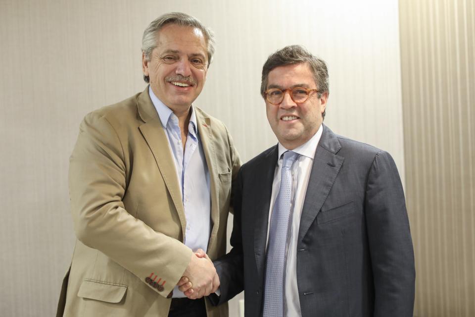 Fernández llegó al país y recibió el apoyo del BID: garantizó us$6 mil millones