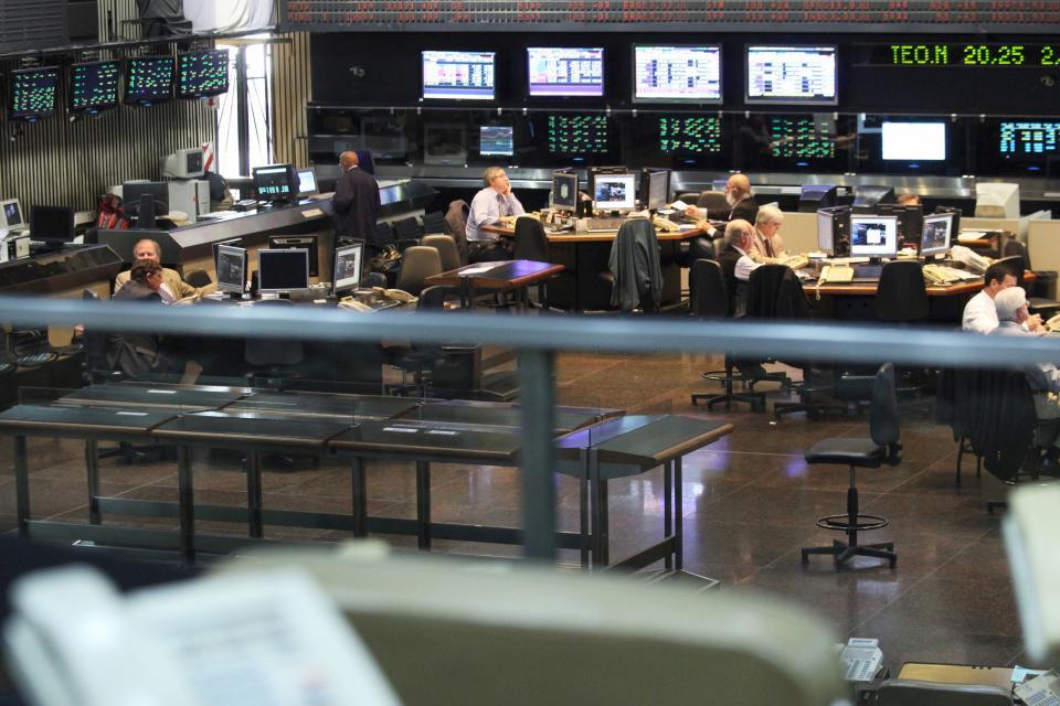 El S&P Merval subió 5,45% y el riesgo país bajó 1,2%