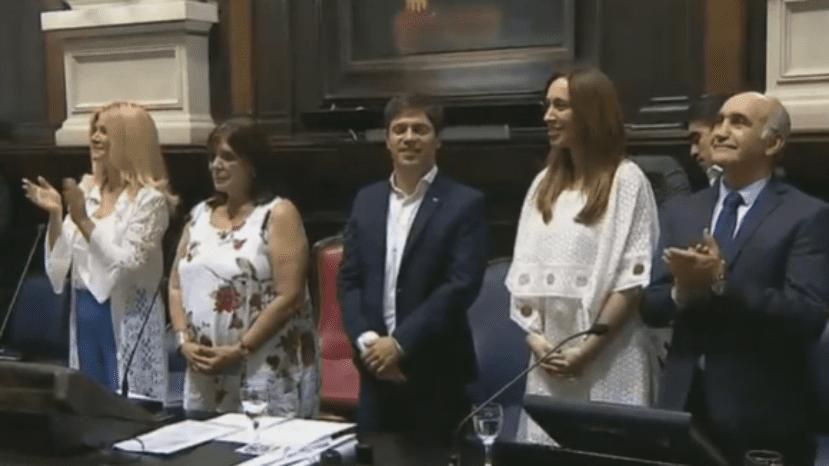 """Kicillof se comprometió a """"reconstruir la provincia"""" al jurar como gobernador"""