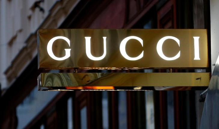 Kering (Gucci) va de compras por Moncler, que se dispara un 9%