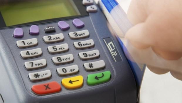 Crecen los prestamos de consumo impulsados por le gasto con tarjetas