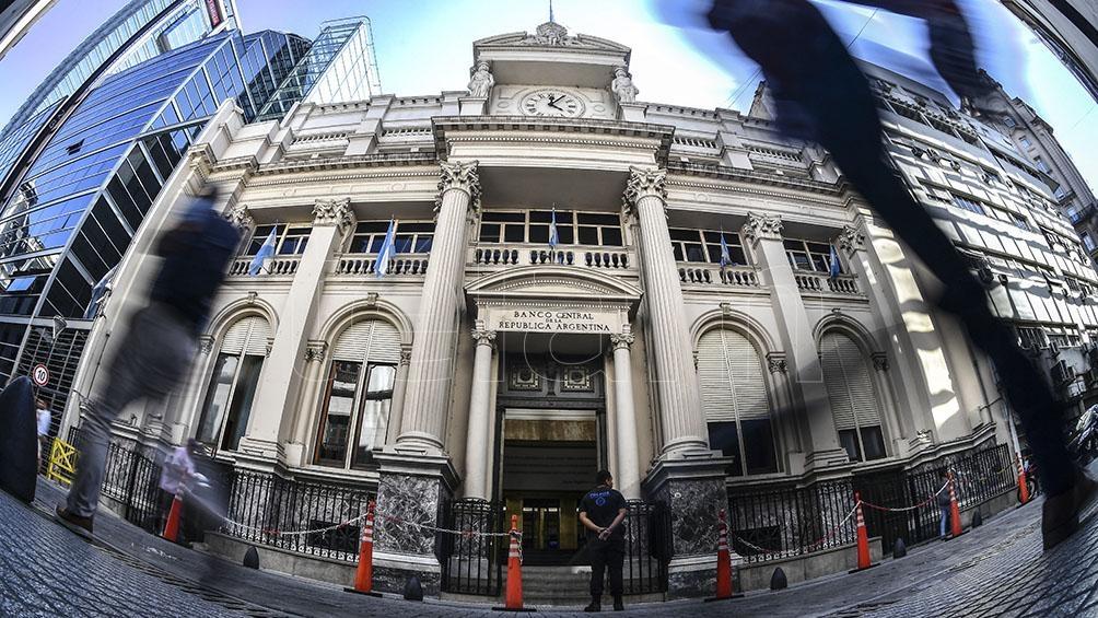 El BCRA aun sin compras minoristas sigue vendiendo reservas