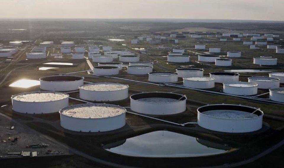 El rebote de la demanda de petróleo en 2021 solo recuperará el 65% de la caída en 2020, según la AIE
