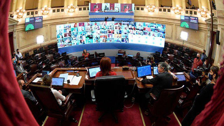 Pulseada por el jefe de los fiscales: el Senado avanzó con la reforma y el Presidente decide si va a extraordinarias