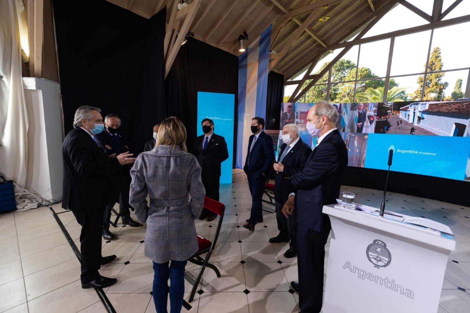 Encuentro de Fernández con representantes de las cámaras empresarias y CGT