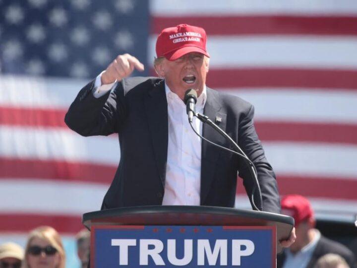 El reporte de impuestos pone a Trump a la defensiva, antes del debate