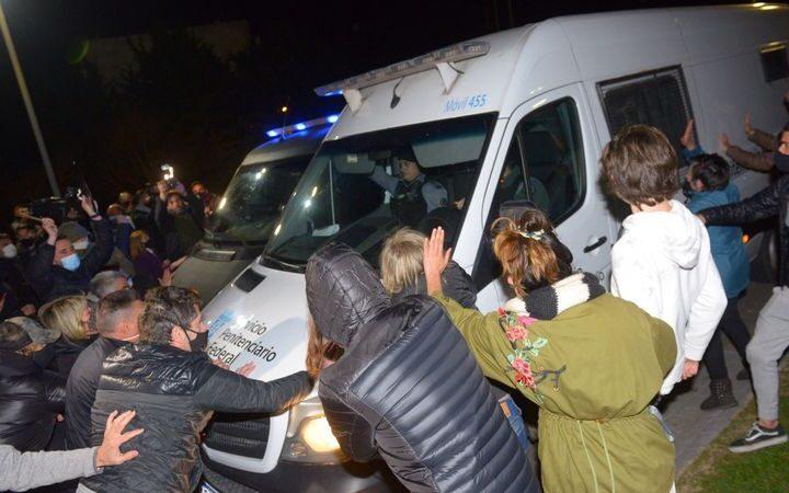 Señal inesperada a la política: Lázaro Baéz no pudo ingresar a la casa elegida para la prisión domiciliaria