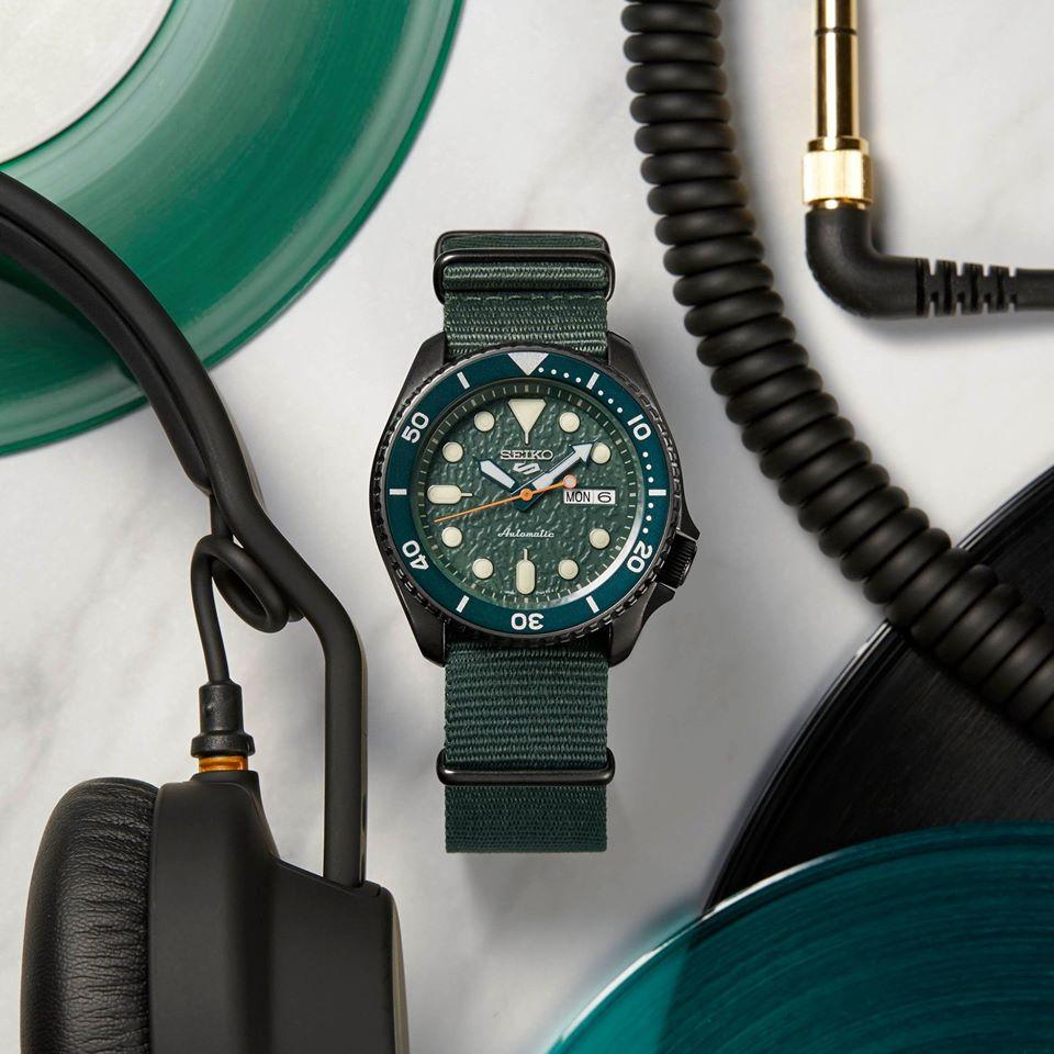 Seiko presenta su modelo 5 Sports(SRPD77K1), un reloj que resalta
