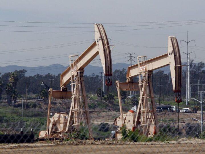 Nuevo máximo para el petróleo en un año