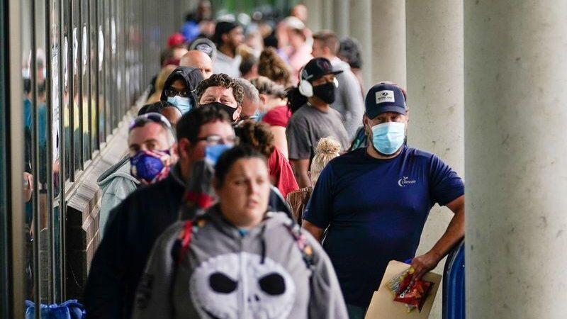 Bajan los pedidos de ayuda por desempleo en EE.UU.