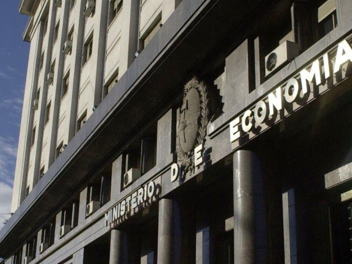 Economía apunta a absorber las leliqs y pases emitidos pr el BCRA que suman $ 3,4 billones