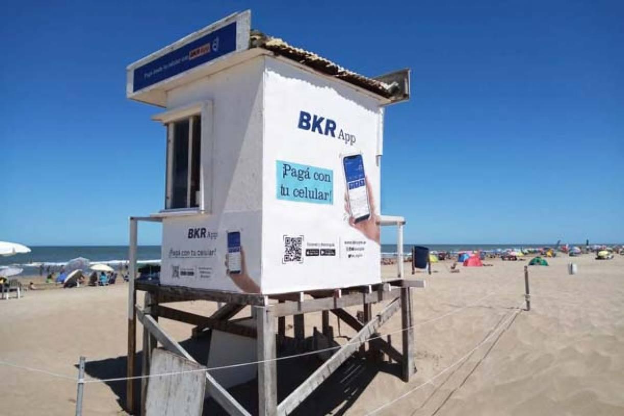 BKR inclusión financiera será sponsor de guardavidas en la costa