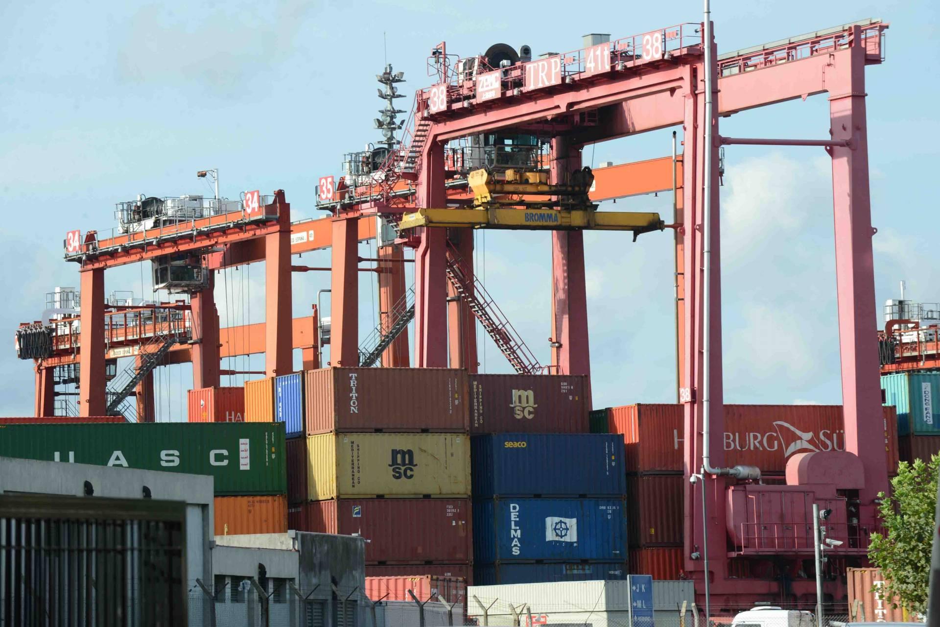 El déficit comercial de EEUU aumenta un 0,4 % en febrero