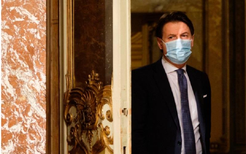 El primer ministro Italiano, Giuseppe Conte renunció hoy a su cargo