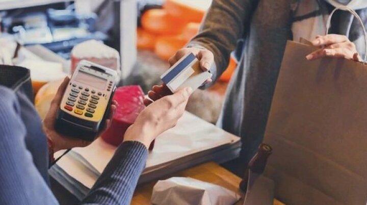 El uso de la tarjeta de débito comienza a imponerse sobre el efectivo