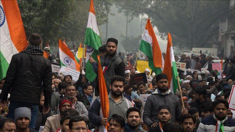 El cambio de leyes agrícolas hace estallarla violencia de agricultores indios