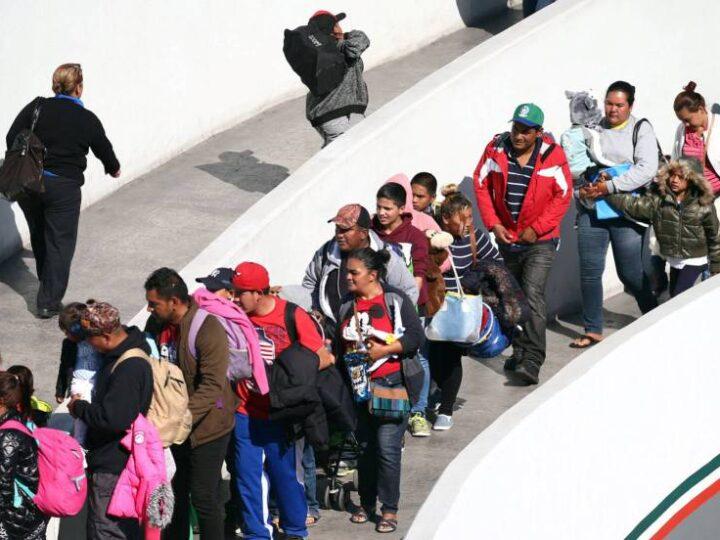 "Biden revirtió la política migratoria de Trump Reactiva las ""green cards"""