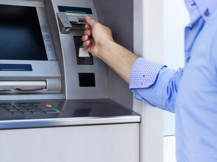Demandan a bancos por el cobro indebido de un seguro
