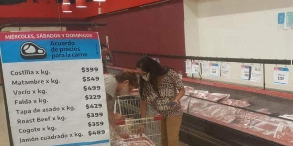 Venta de cortes de carne en el Mercado Central