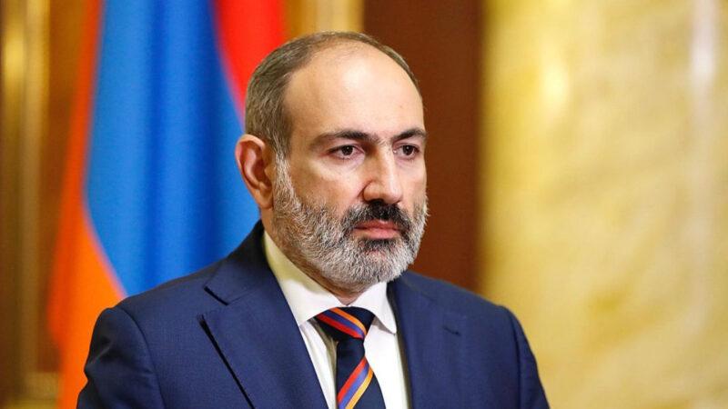 Armenia, militares y oposición piden la declinación del gobierno