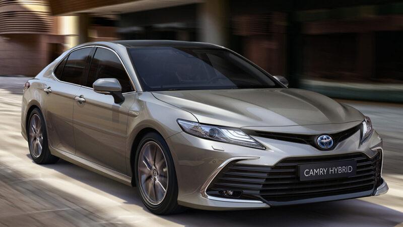 Toyota Camry Hybrid llega a importado de Japón
