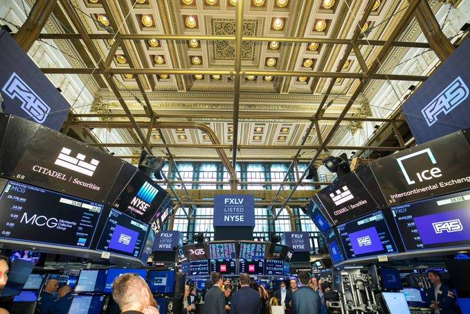 Marcados altibajos en las acciones de Wall Street