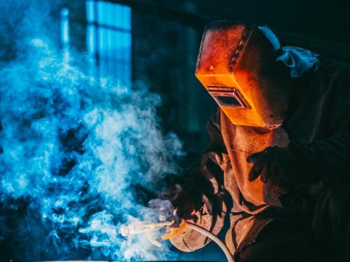 La industria continúa en crecimiento con oscilaciones entre subas y contracciones